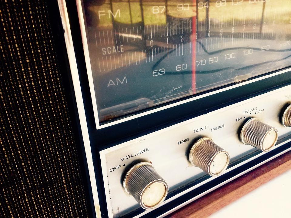 radio-964684_960_720